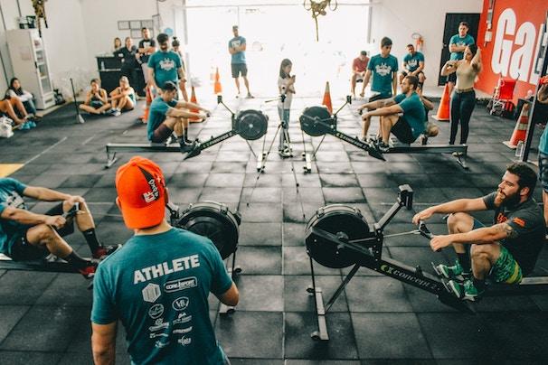 Gruppe von Crossfit Trainierenden